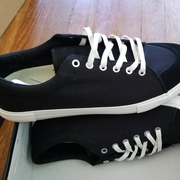 best service c5c0a ef742 Brand New Five Four Grayson Shoes size 10